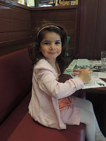美麗的五歲女童,簡直就是活的洋娃娃!