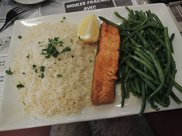 雖然這道餐點很普通,卻滿足了思念白米飯的我...