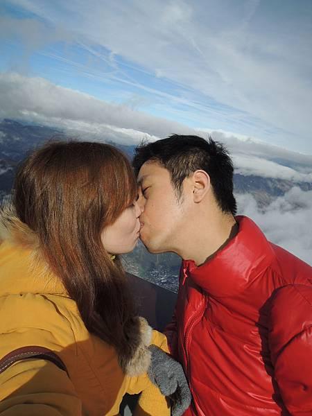 小鄭同學突發奇想,要在白朗峰上一吻