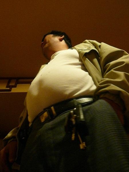 阿丘把衛冕者的肚子......
