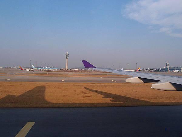 韓國機場到了,好大一片唷