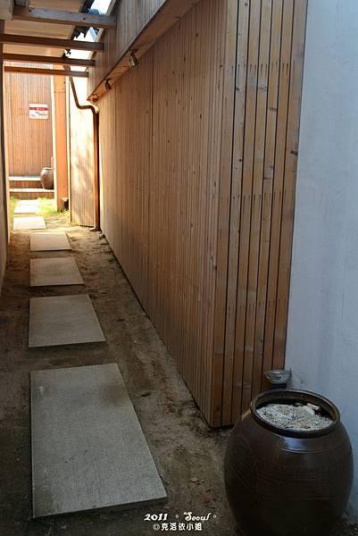 另一棟韓文房戶外走道