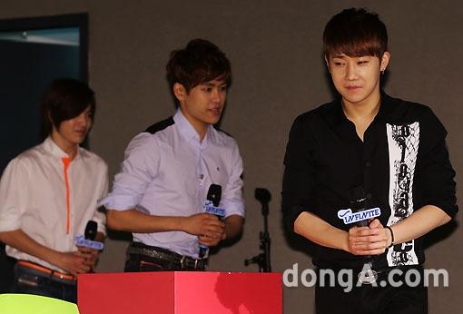 130321 記者會 新聞圖(SJ&Hoya&SG)