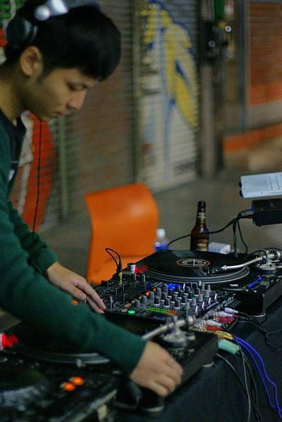 素人DJ:胡人文