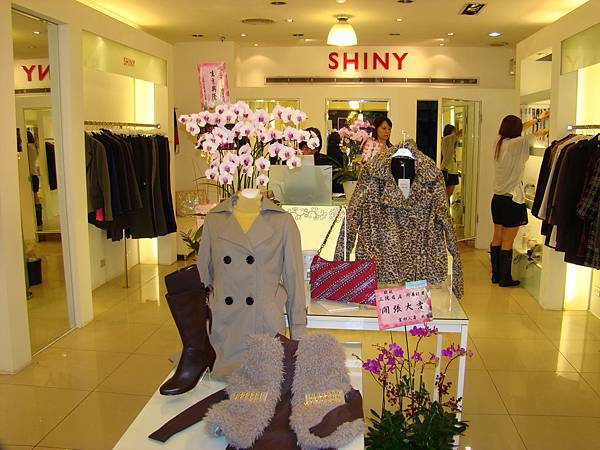 SHINY服飾店