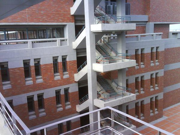 學校新大樓一景