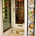 DOOR018.JPG