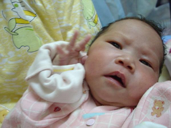 嬰兒真的很小隻,但頭卻很大…