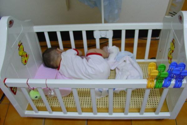 2006-08-29  換一邊睡一樣可以跨腳的schnapp