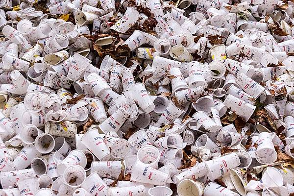 plastic-cups-973103_960_720.jpg