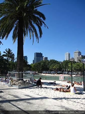 最有名的人工沙灘泳池!!