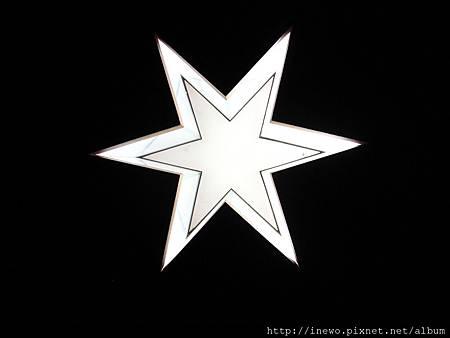 電梯內的燈也是南十字星喔!