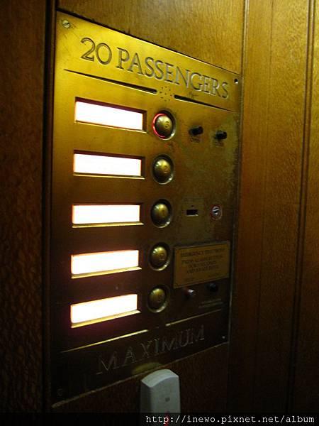 超懷舊的電梯按鈕!
