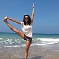 海邊瑜珈女孩兒
