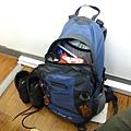 媽媽借我的背包和登山鞋~