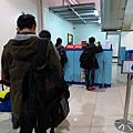排隊再檢查一次行李與辦理第二段登機證