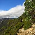走在山頂的邊邊