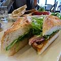 終於吃到長棍麵包三明治