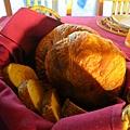 一整籃的自製麵包(大驚)