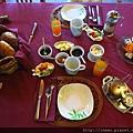這一桌是兩個人的早餐!