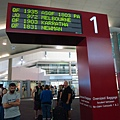 抵累成這樣!!!所有班機都在同一個轉盤像話嗎?