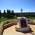 再一個很陡的小山丘上,紀念第一次大戰與第二次世界大戰的傷亡兵士