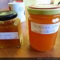 homemade 杏桃和桃子果醬