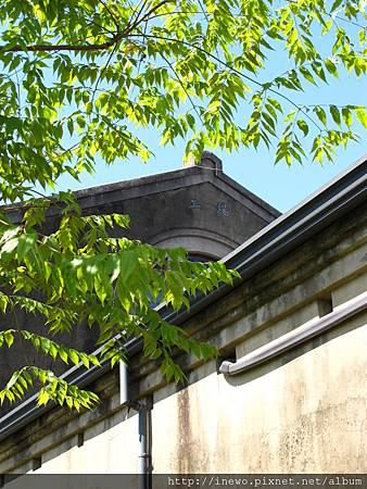 古色古香的建築與林