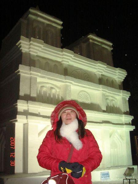 後面的建築物都是雪作的