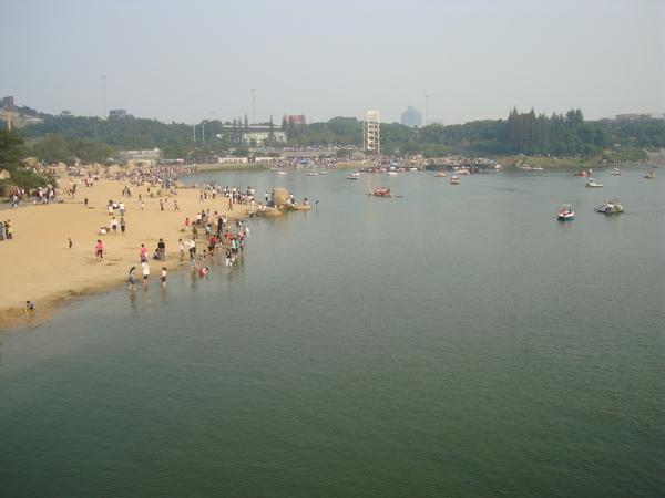 江陰黃山湖 居然有沙灘.jpg