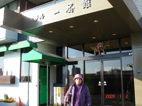 新年門口幾乎都會掛稻草+橘子.JPG