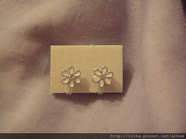 小白花耳環