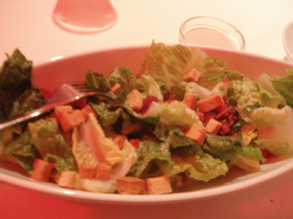 我最愛的羅美生菜莎拉,像不像是一艘船??^^通常吃了這道,我就飽了@@