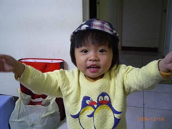 戴這頂帽子很可愛厚~以後也要給妹妹戴~