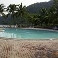 這是渡假村裡的游泳池..但..沒人敢去游