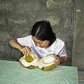 2005.8.21菲律賓-吃椰子