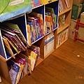 書櫃擺放的書籍