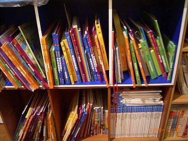 一大堆書本--都是妃妃的