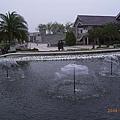 好幾個小小噴水池