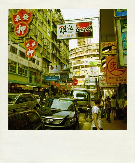 香港特有的街景,飛天招牌。