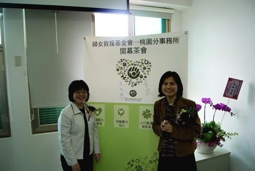 左為桃園縣社會局局長張淑慧,右為婦援會董事長黃淑玲-1.JPG