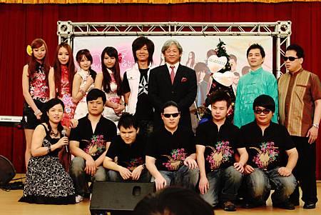 楊培安與希望的種子演唱會團體大合照.jpg