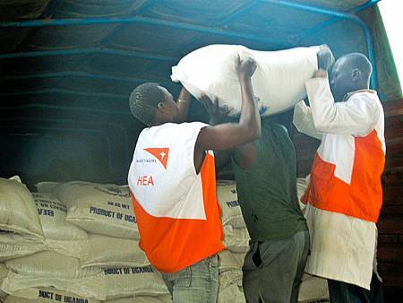世界展望會投入糧援計畫,在東非三國發放食物(台灣世界展望會提供)A.JPG