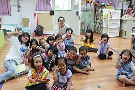 偏鄉的孩子總以最燦爛的笑容迎接台北來的老師