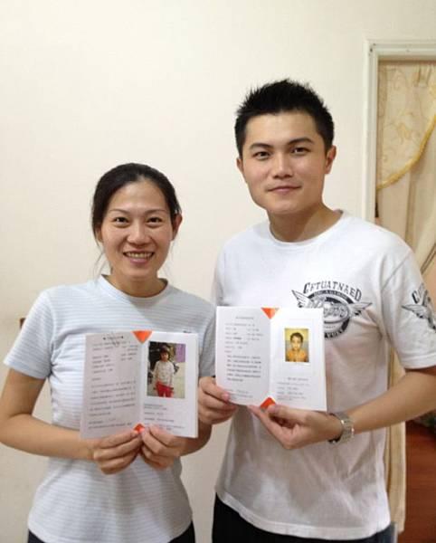 邱靖傑與薛丞妘夫婦因著資助兒童計畫而開始交往,進而邁入婚姻,兩人常一同分享資助兒童的喜悅。(台灣世界展望會提供)