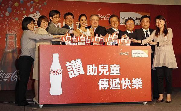 圖3.可口可樂及各通路夥伴與台灣世界展望會攜手做公益,按讚捐款助台灣貧童。