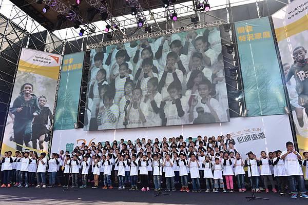 由台灣世界展望會資助童所組成的「台灣兒童合唱團」(台灣世界展望會提供)