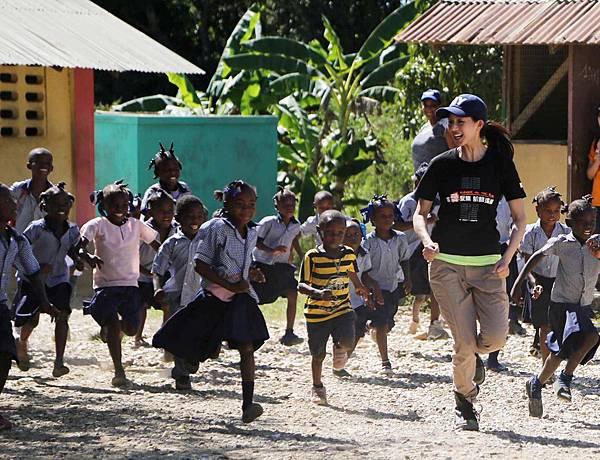 第26屆飢餓三十代言人林俊傑、張鈞甯走訪曾受強震重創的加勒比海島國海地04(台灣世界展望會提供)