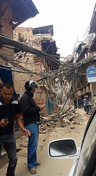 尼泊爾強震造成首都加德滿都多數建築物嚴重受損-台灣世界展望會提供