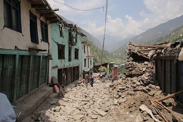 位在偏遠地區的重災區,許多村莊道路中斷(台灣世界展望會提供)